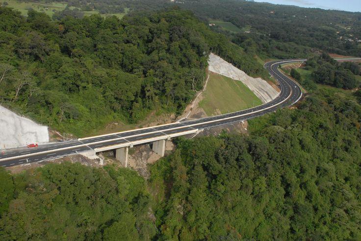 Javier Duarte de Ochoa ratifica que esta obra permitirá una comunicación fluida que detonará el desarrollo comercial y turístico de nuestra entidad y del sureste mexicano.