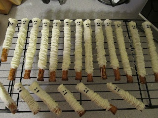 Mummies (pretzels & chocolate)