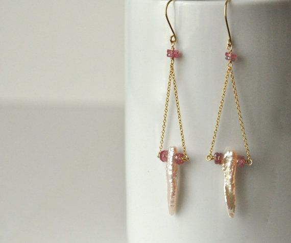 Zoetwater parel oorbellen - roze saffier oorbellen-Gold-gevulde Oorbellen - Stick parel oorbellen - Pearl bruids juwelen-perzik parel oorbellen