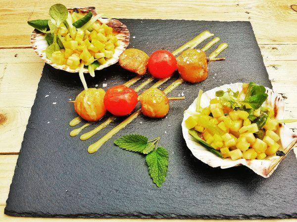 Capesante glassate con insalata di mango e melone