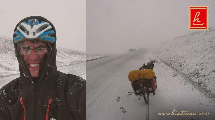 Histoire sur la route de la Soie - Jour 14 - Etape de montagne vers Obo : la journée la plus folle depuis le départ… Deux ascensions de cols à plus de 3600 m. Neige. Blizzard. Homme et machine soumis à de terribles conditions.