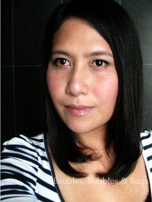 Straight sleek hair with neutral make-up