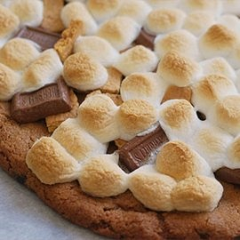 S'mores Dessert Pizza! For fall movie/ bonfire nights