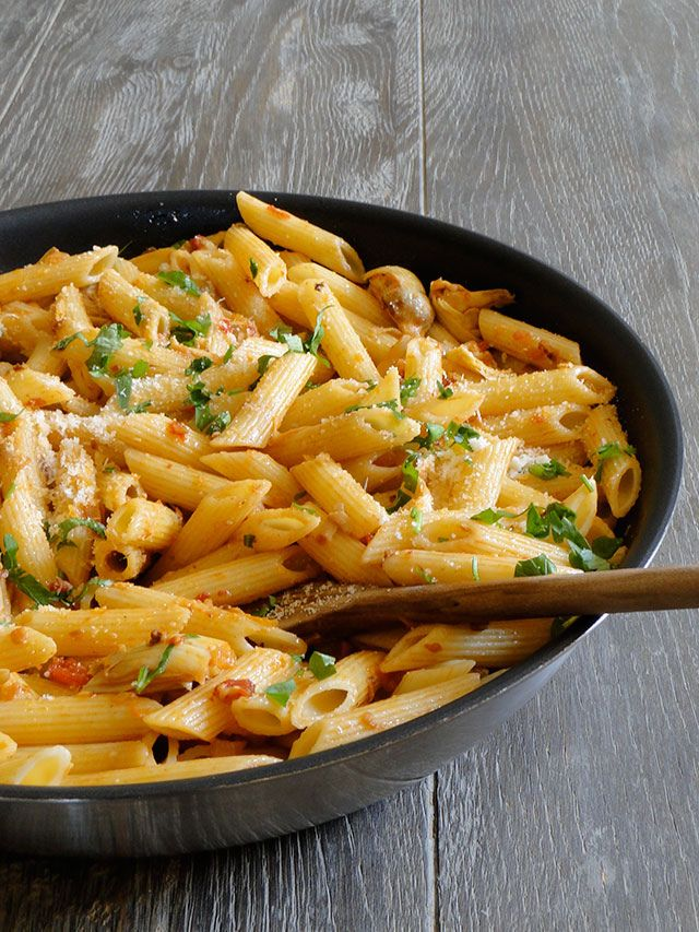 If you know me at all, you know that I love pasta. Unfortunately, pasta isn't always on the menu if you're trying to eat healthy. This recipe is the answer for all the other pasta lovers wanting to stay health conscious.