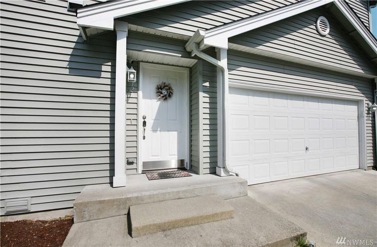 Sold This Welcoming Home Feat 1 692 Sqft 3 Beds 2 5 Baths New Flooring On The Main Floor The Living Dining Kitchen Space Bremerton Master Suite Home