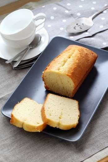 Le cake nature est simple à préparer et inratable. Pour le dessert ou le goûter, coupez-le en tranch... - 750 grammes