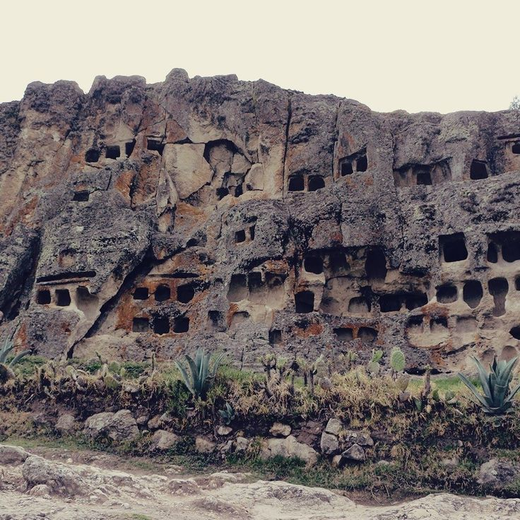 Cajamarca no norte do Peru seria apenas uma passagem na nossa viagem. Acabou virando uma surpresa e um post lá no Sunday.  . . . #peru #southamerica #americadelsur #americadosul #americalatina #cajamarca #ventanillasdeotuzco #bañosdelinca #archaeologicalsite #archeology #arqueologia #historia #history #travel #travelblogger #travelgram #travelphotography #instatravel #wanderlust #travelblog #traveltheworld #travelpics #travelphoto#viagem #turismo #dicasdeviagem#blogdeviagem #ferias