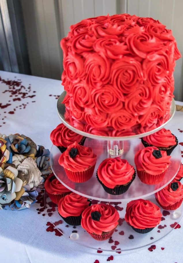 Rosette cake and cupcakes