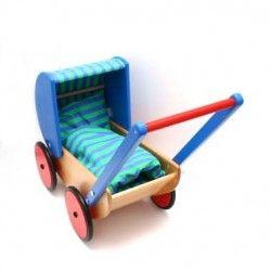 Witajcie  Nowy drewniany wózeczek dla lalek w ofercie od Bajo.    Stabilny, może również pełnić funkcję pchacza dla młodszych dziewczynek. Wózek pomieści lalę do około 38cm długości.   Kółeczka ogumione - nie hałasuje, gładko jeździ.  Czy w zestawie znajduje się pościel? Sprawdźcie sami:)  #wozkidlalalek #bajo #lalki #niczchin #sklep #krakow