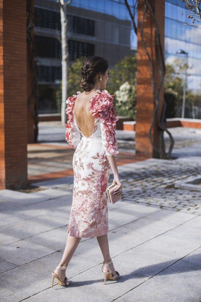 71b368013 Look invitada boda mañana vestido espalda flores mangas madrina ...