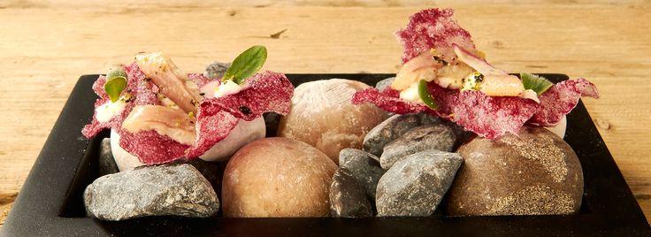 Cracker rode biet met paling en mierikswortel-mayonaise