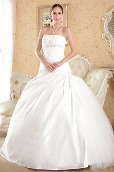 Taffeta Elegant Strapless Bridal Gowns wr0068 - http://www.weddingrobe.co.uk/taffeta-elegant-strapless-bridal-gowns-wr0068.html - NECKLINE: Strapless. FABRIC: Taffeta. SLEEVE: Sleeveless. COLOR: White. SILHOUETTE: Ball Gown. - 140.59
