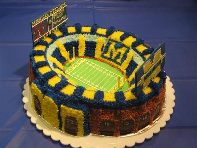 U of M cake! I need to find someone to make this for me for Bob's Bday!