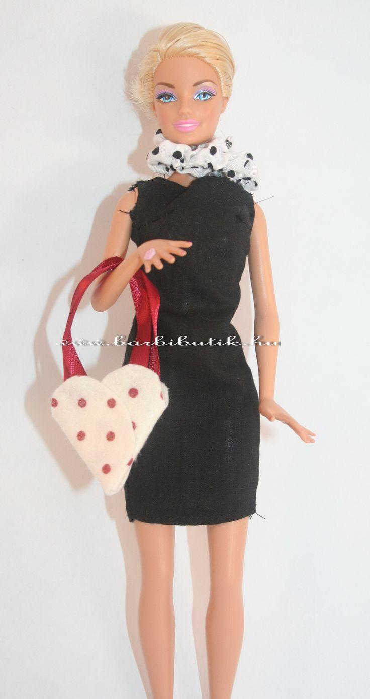 Pöttyös filcből készült Barbie táska. / Polka dot Barbie bags.