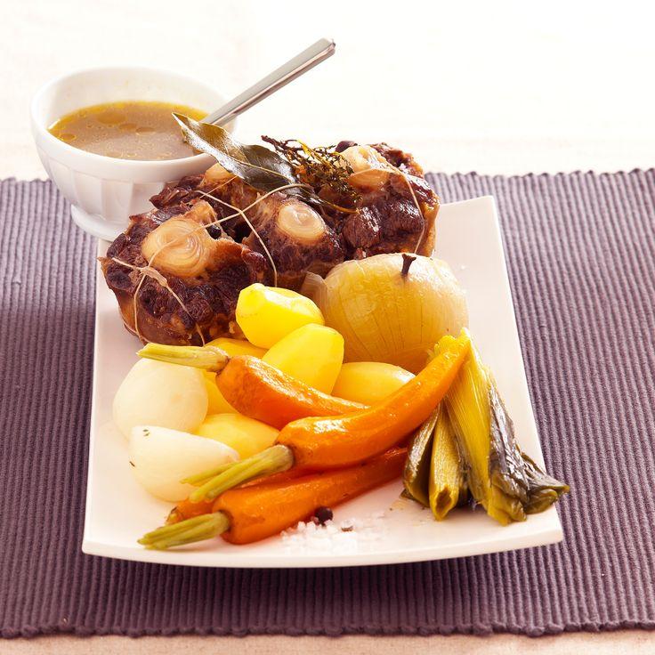 Découvrez la recette Pot au feu à la queue de bœuf sur cuisineactuelle.fr.