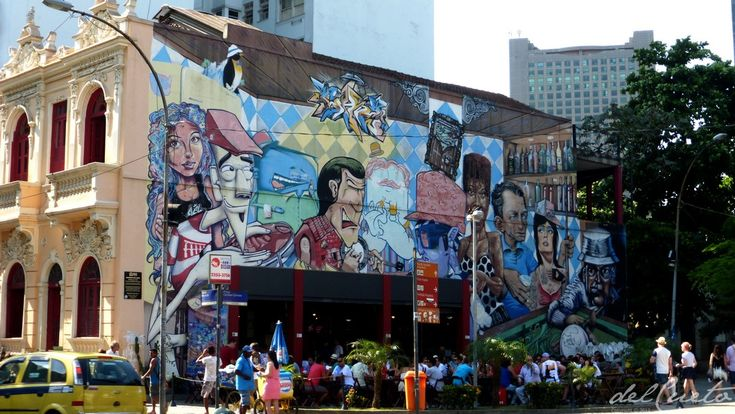 Da Feira do Lavradio um passeio até os Arcos da Lapa, Rio de Janeiro, Brasil.1 de novembro de 2014 A Feira de Antiguidades da Rua do Lavradio acontece sempre no primeiro sábado do mês e movimenta ...