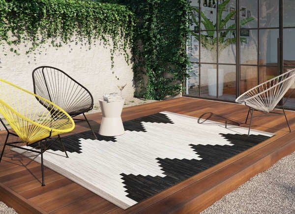 10 Rugs Under 100 That Work Indoors And Out Modern Outdoor Rugs Target Outdoor Rugs Outdoor Rugs Patio