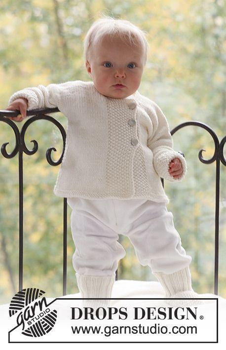 Strikket trøje og sokker i perlestrik til baby og børn i DROPS Merino Extra Fine.