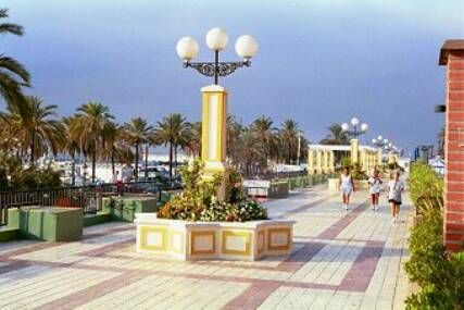 The new beach promenade is fantastic for  strolling, jogging, cycling, rollerblading, dog walking...  And all that five minutes walking from the Stella Maris Fuengirola Apartamentos Turísticos!