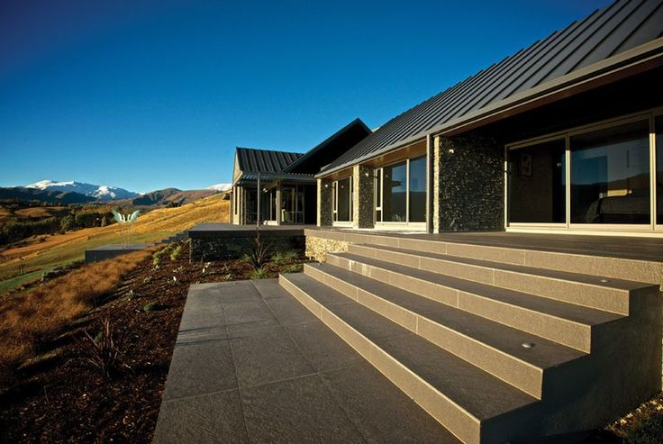 Lake Hayes house with roof in COLORSTEEL® Endura® Grey Friars by New Zealand Steel. Supplied by Roofing Solutions Dunedin and installed by Canterbury Long Run Roofing. Architecture by Noel Strez Architects.