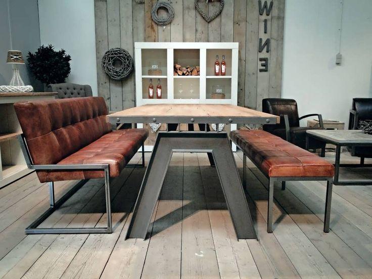 Tafel Artu 240x100 hier getoond met onze eetkamerstoel Vienne zonder armleuning en eetkamerbank olivet in de maat 200cm