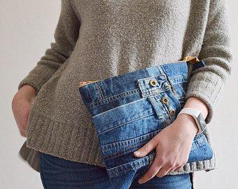 STUNNING denim clutch purse with cotton lining // recycled denim - upcycled denim pouch with zipper // denim wristlet // design