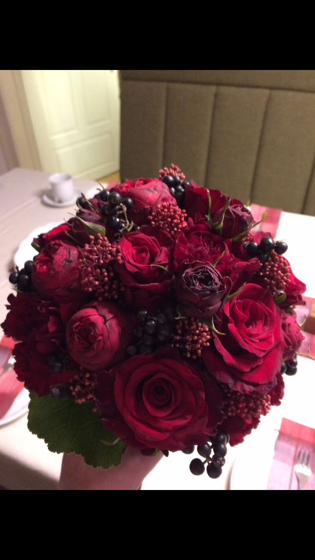 Bridal bouquet of berry tones autumn  – DIY
