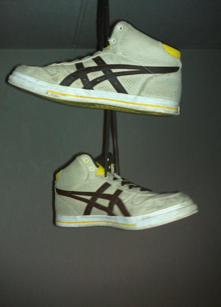 Zwitserland schoenen, gele asics 2 paar