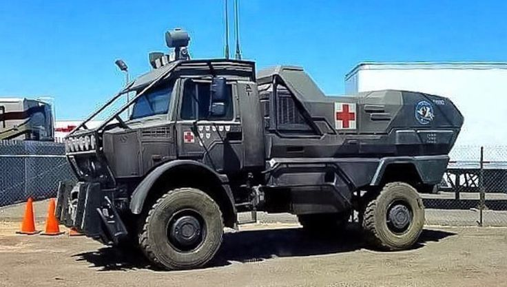 New vehicle on set of Transformers: The Last Knight