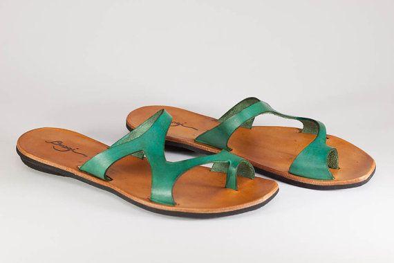 Grüne Ledersandalen grüne Sandalen asymmetrische Sandalen