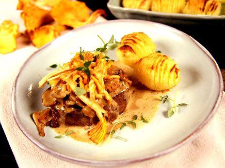 Oxfilé med svampsås och hasselbackspotatis | Recept.nu