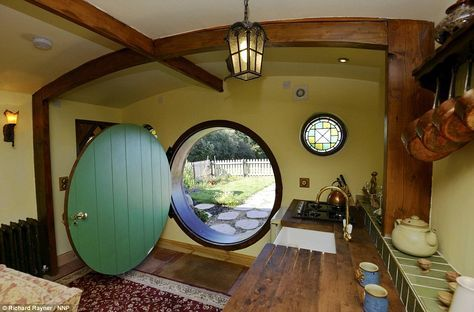 1403 best bag end and the shire images on pinterest hobbit houses middle earth and earthship. Black Bedroom Furniture Sets. Home Design Ideas