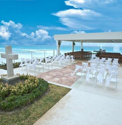 Wedding chapels near the sea: Gran Caribe Real Cancun in Mexico