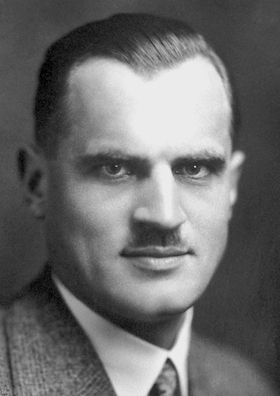 Uncle: Arthur Compton was born in Wooster, Ohio in 1892.http://en.wikipedia.org/wiki/Arthur_H._Compton