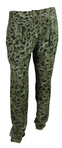 Baggy buks med camouflage print og overfarvet i mørkegrå.     Find den her:   http://www.tankestrejf.dk/britt-buks.html