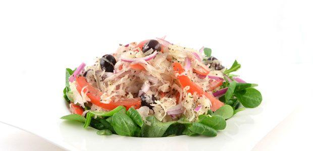 Zuurkool salade is een verrassend lekker recept. Vroeger vond ik zuurkool niet lekker, maar deze zuurkool salade ga ik toch echt vaker maken.