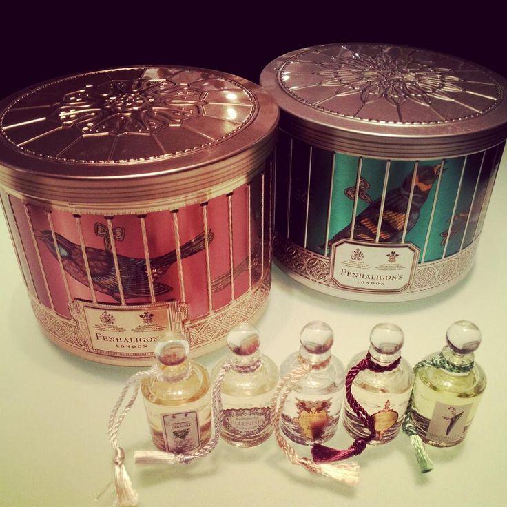 英国王室御用達ペンハリガンから、クリスマスコフレが今日から発売に。鳥籠モチーフの可愛い缶を開けるとミニチュア香水が。ペンハリガンの世界観を堪能出来るお薦め品。 pic.twitter.com/YpdvgDbjIl