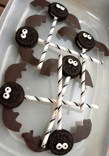 Bat Oreos - Great for Halloween or a Batman Party