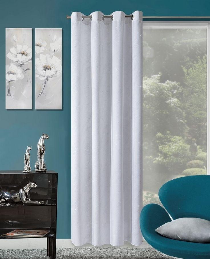 Moderní závěs bílé barvy
