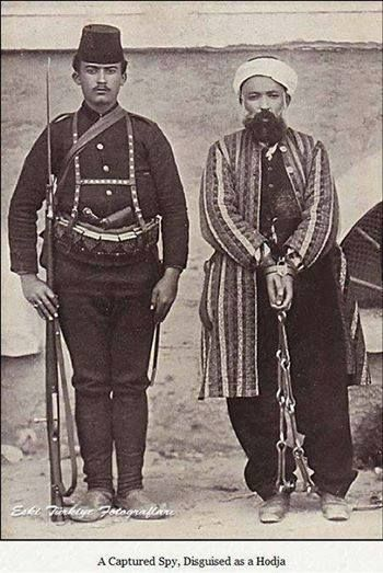 """Hoca Kılığında yakalanan bir rus casusu. """"Erzurum'da yakaladığımız Müslüman olmuş bir Rus casusunu temize çıkarmak için bir mahalle halkının karargâhıma geldiği zaman hallerine bakıp hatıratıma şunu kaydetmiştim: Ey Türkoğlu! Sen pek safsın, seni herkes aldattı. Erdim diyen, döndüm diyen çemberinden atlattı."""" Kazım Karabekir Paşa"""