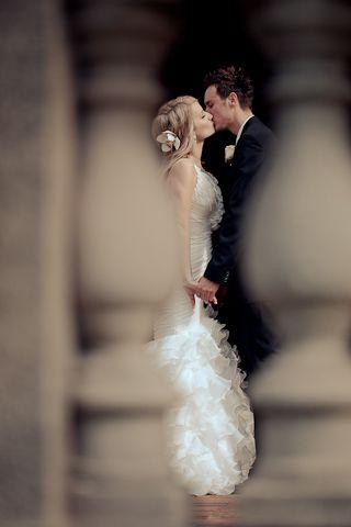 Den Ort gekonnt beim Hochzeitsfoto eingesetzt! #location #wedding