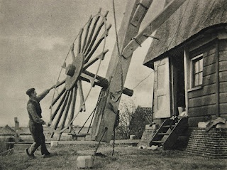 Turning the windmill towards the winddirection.    Photographer: Bernard Eilers (1920, vintage photogravure)