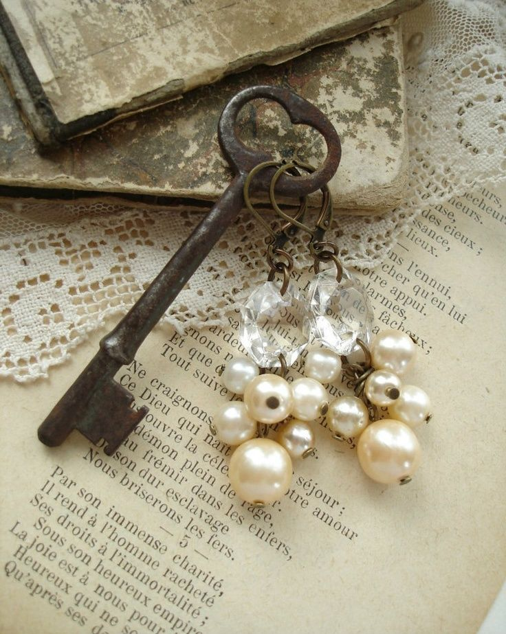 CHAMPAGNE BUBBLES - Pearl Cluster Earrings. Shabby Vintage Bohemian Glass Champagne Pearl Earrings. Rustic Wedding. Eco Friendly Jewelry.