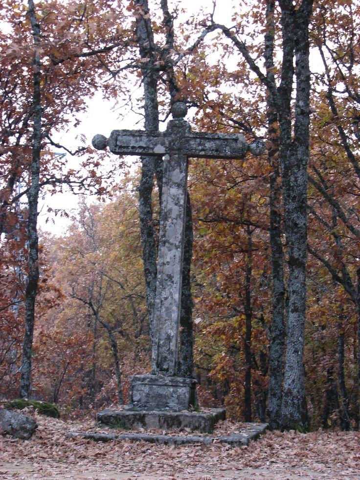 El Crucero de Piedra frente al Cementerio Alemán.