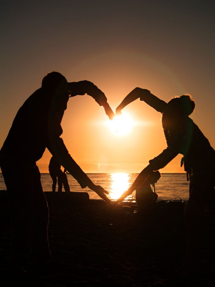 Beautiful St. Valentine. Couple makes heart in front of susnet. Download for FREE on freephotodb.
