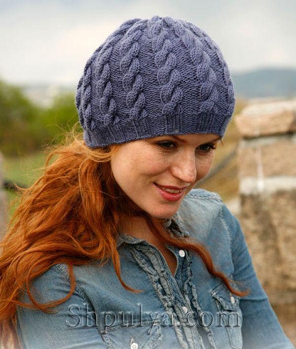 Вязаная спицами шапочка с косами