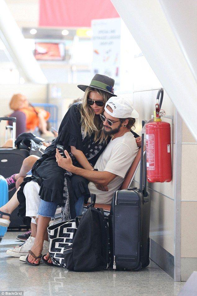 Heidi Klum 45 Shares A Passionate Kiss With Boyfriend Tom Kaulitz In 2020 Tom Kaulitz Hollywood Heidi Klum