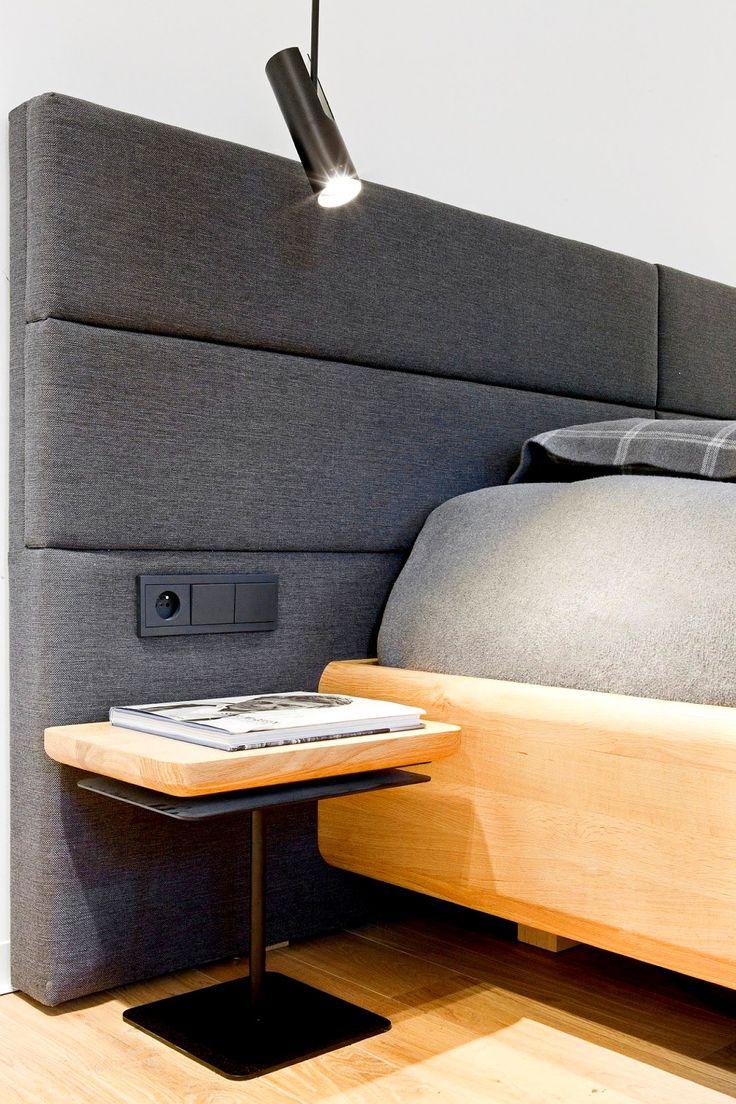 Мягкое изголовье кровати в спальне, фото #Bedroom #Interiors