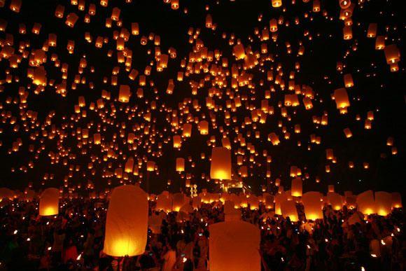 【タイ】古都チェンマイの夜空を照らす無数の天灯 /邪気を飛ばす「イーペン祭」 | ロケットニュース24