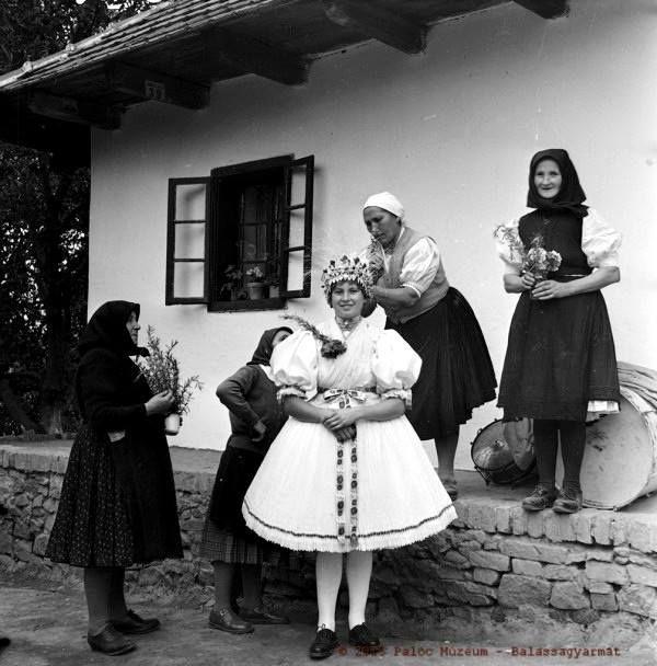 Hungary Varsány : bride clothing  Menyasszony öltöztetés - Varsány, 1964. október.  Fotó: Antal Károly /